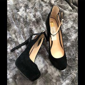 Jessica Simpson black heels